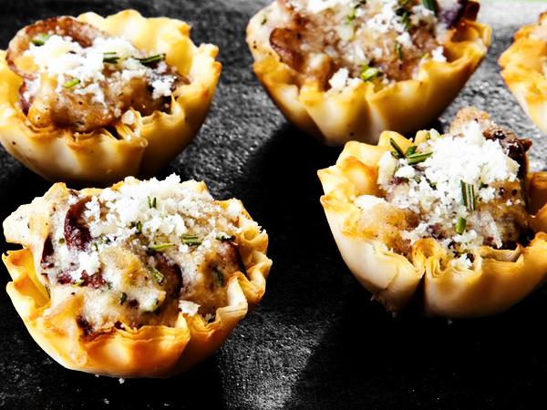 тарталетки с начинкой из грибов и сыра