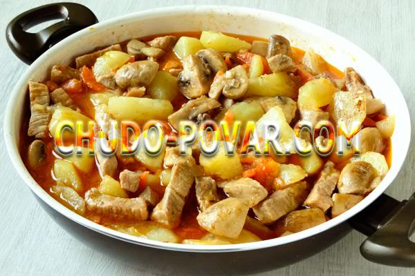 Тушёная картошка со свининой фото